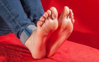Почему ногти на ногах белого цвета