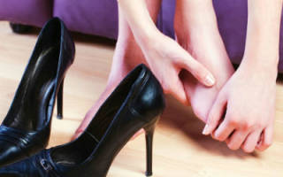 Почему болит палец на ноге возле ногтя