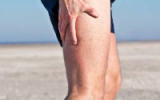 Тянет ногу сзади от ягодицы до колена