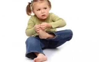 У ребенка болит пятка больно наступать причина