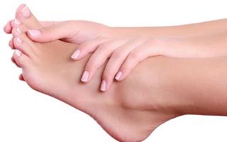 Почему сильно чешутся ступни ног