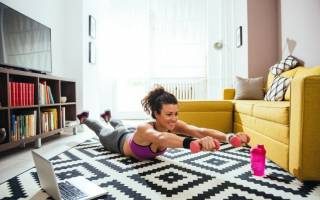 Упражнения на заднюю поверхность бедра дома