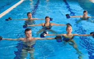 Как накачать пресс в бассейне